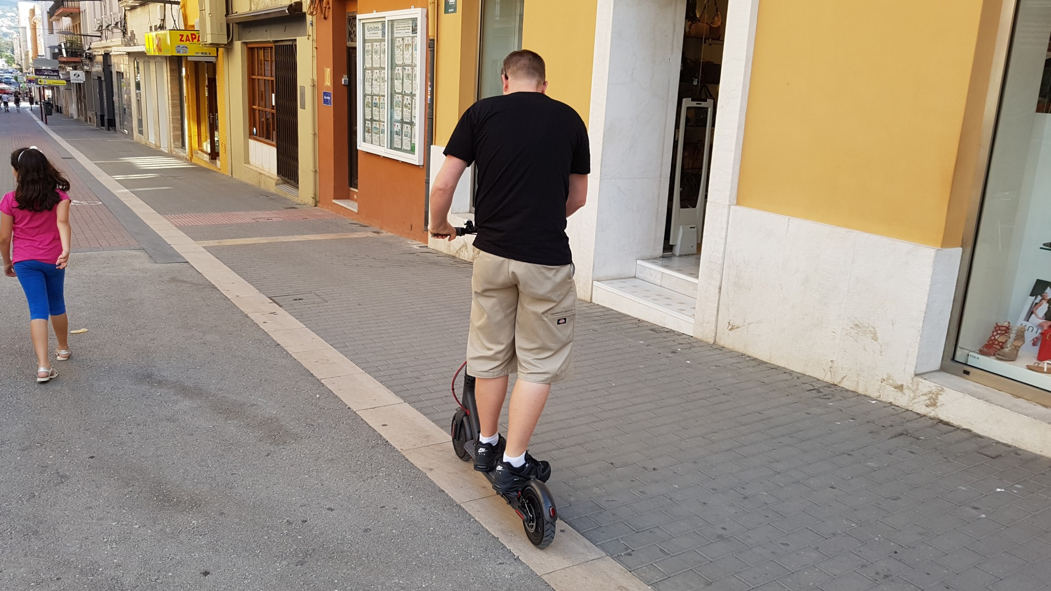 Xiaomi Mijia Electric Scooter (M365) Review - TechTablets