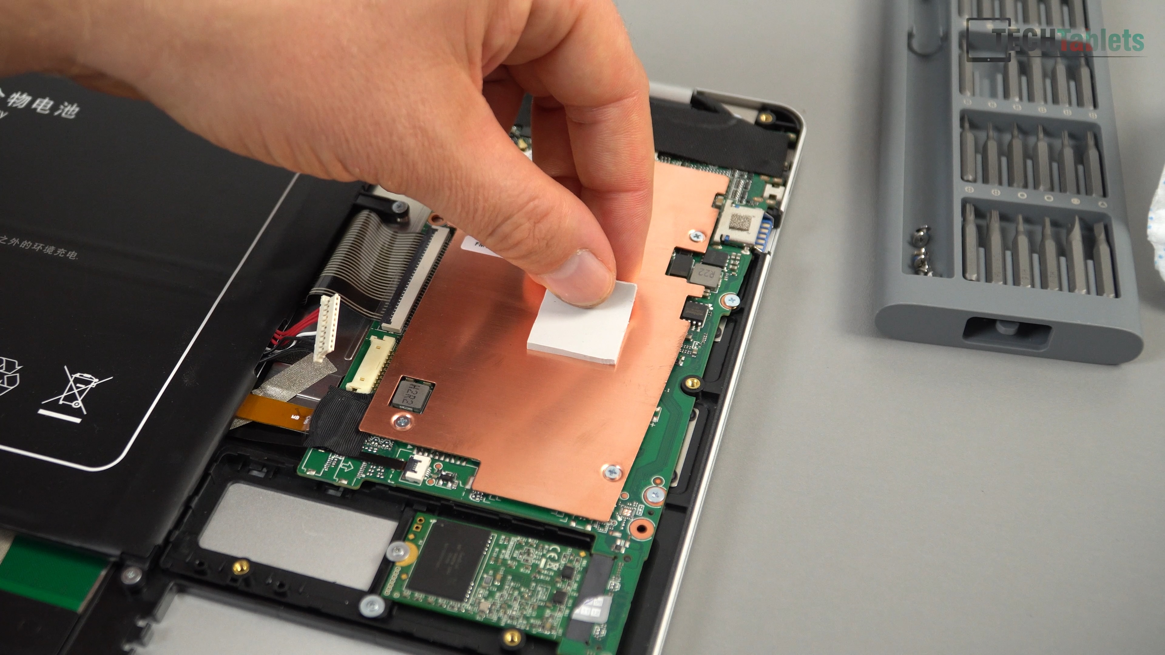 EZBook X4 - Fixing Thermals, Increasing FPS & Unlocking The Power
